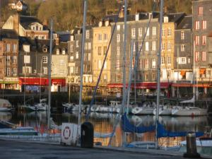 Les Coquillettes, Bed and breakfasts  Honfleur - big - 25