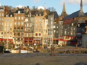 Les Coquillettes, Bed and breakfasts  Honfleur - big - 21