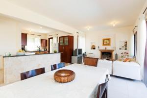 Phaedra & Orestis Villas, Prázdninové domy  Kato Akourdalia - big - 4