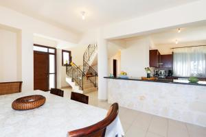 Phaedra & Orestis Villas, Prázdninové domy  Kato Akourdalia - big - 7