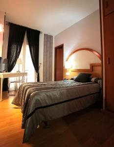 Hotel Don Jaime 54, Hotely  Zaragoza - big - 24
