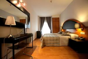Hotel Don Jaime 54, Hotely  Zaragoza - big - 17