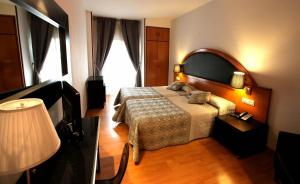 Hotel Don Jaime 54, Hotely  Zaragoza - big - 40