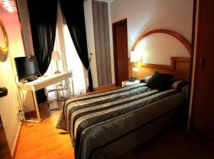 Hotel Don Jaime 54, Hotely  Zaragoza - big - 38