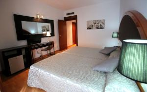 Hotel Don Jaime 54, Hotels  Saragossa - big - 13