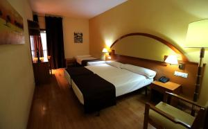Hotel Don Jaime 54, Hotely  Zaragoza - big - 15