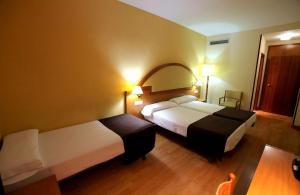 Hotel Don Jaime 54, Hotely  Zaragoza - big - 14