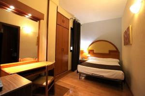 Hotel Don Jaime 54, Hotely  Zaragoza - big - 7