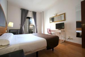 Hotel Don Jaime 54, Hotels  Saragossa - big - 11
