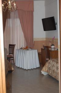 Hotel Ristorante Donato, Hotel  Calvizzano - big - 11