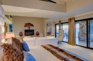 Suite med king-size-seng og havutsikt