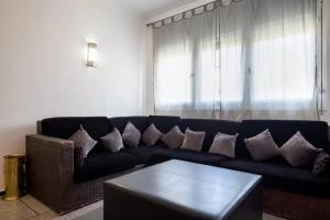 Spacious 3 Bedroom Downtown Flat, Apartments  Rabat - big - 22