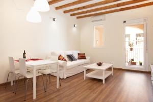 One-Bedroom Apartment with balcony - Mila I Fontanals 88