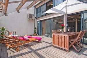Duplex Apartment Penthouse with Terrace - Calle Prats de Mollo, 18