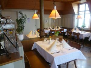 Hotel Speiserestaurant Bahnhof, Hotely  Güttingen - big - 71
