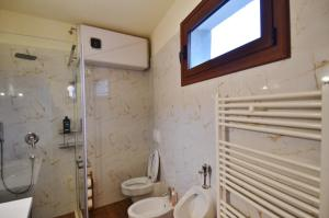 Villa Berberi, Апартаменты  Тирана - big - 19
