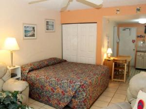 #227 At Surf Song Resort, Apartmány  St Pete Beach - big - 3