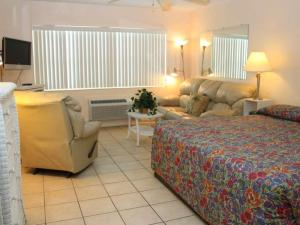 #227 At Surf Song Resort, Apartmány  St Pete Beach - big - 4