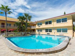 #227 At Surf Song Resort, Apartmány  St Pete Beach - big - 10