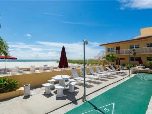 #227 At Surf Song Resort, Apartmány  St Pete Beach - big - 11