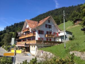 Hotel Sterne, Hotely  Beatenberg - big - 77