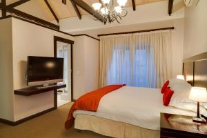 Deluxe King Room with Pool or Garden View