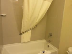 King Room with Bath Tub - Mobility Access