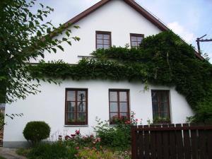 Holiday House - Sazava