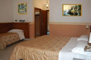 Hotel Ristorante Donato, Hotel  Calvizzano - big - 17