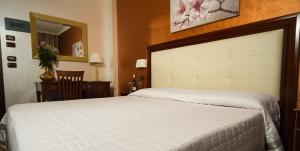 Hotel Flora, Hotels  Noto - big - 9