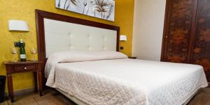 Hotel Flora, Hotels  Noto - big - 74