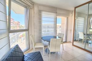 Valencia Beach Apartments, Apartments  Valencia - big - 10