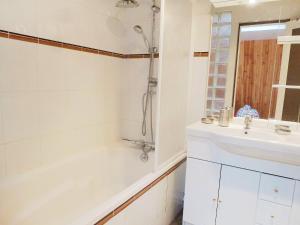 Apartment Les Cigognes, Apartmanok  Deauville - big - 10