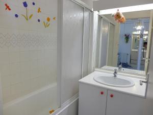 Apartment Cabi.2, Apartmanok  Urrugne - big - 6