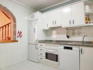 Apartment Jardines de Las Chapas, Apartmanok  Marbella - big - 8