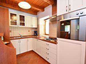 Holiday Home Lorena, Ferienhäuser  Tinjan - big - 19
