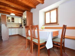 Holiday Home Lorena, Ferienhäuser  Tinjan - big - 18