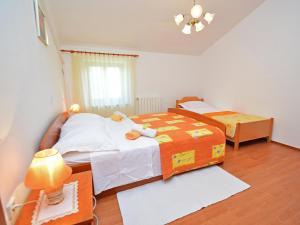 Holiday Home Lorena, Ferienhäuser  Tinjan - big - 8