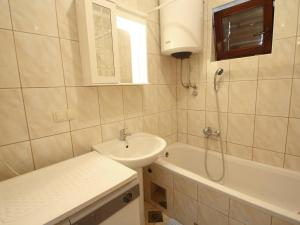 Apartment Vesna.2, Apartments  Crikvenica - big - 10