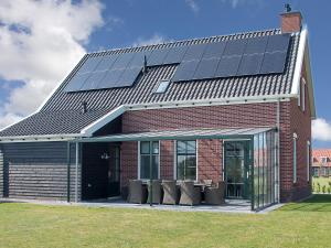 Holiday Home 10p. Wellnesswoning, Holiday homes  Colijnsplaat - big - 11