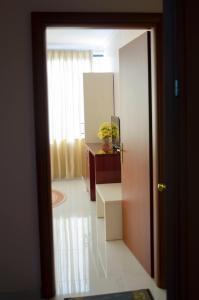 Ikea Hotel, Hotely  Tirana - big - 29