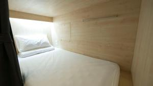 Bed in 4-Bed Mixed Dormitory Room with Shared Bathroom ( A)