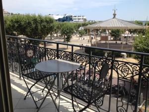Vintage apartment, Apartmanok  Cannes - big - 47