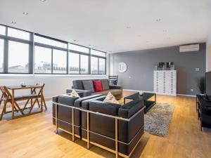 One-Bedroom Penthouse Apartment - Rambla Catalunya