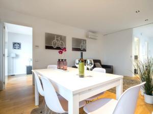 Two Bedroom Penthouse with Terrace- Rambla Catalunya