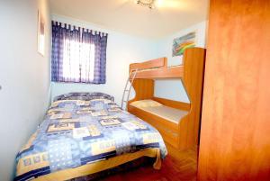 Apartments Tonzi, Ferienwohnungen  Malinska - big - 3