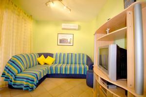 Apartments Tonzi, Ferienwohnungen  Malinska - big - 2