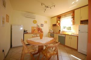Apartments Tonzi, Ferienwohnungen  Malinska - big - 30
