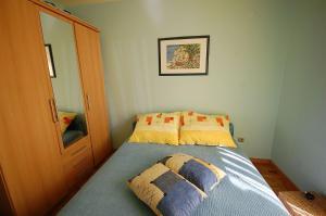Apartments Tonzi, Ferienwohnungen  Malinska - big - 12