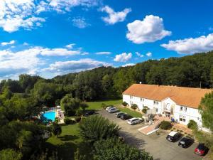 Hotel Le Relais des Champs, Отели  Eugénie-les-Bains - big - 20